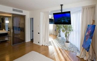 condomounts ceiling-tv-mount to mount above the bed
