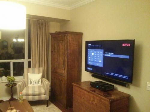 TV Wall Mounting with Soundbar Installation)