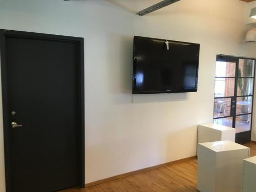 TV Wall Mounting For Commercial and Business Premises Toronto